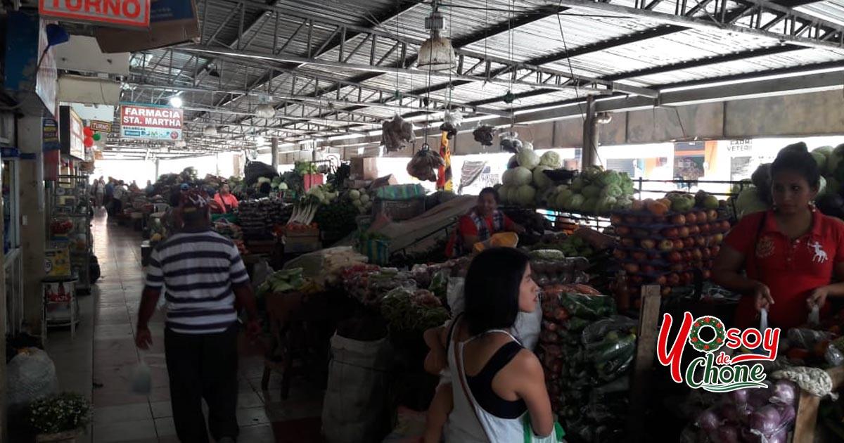 Minga en mercado municipal de Chone