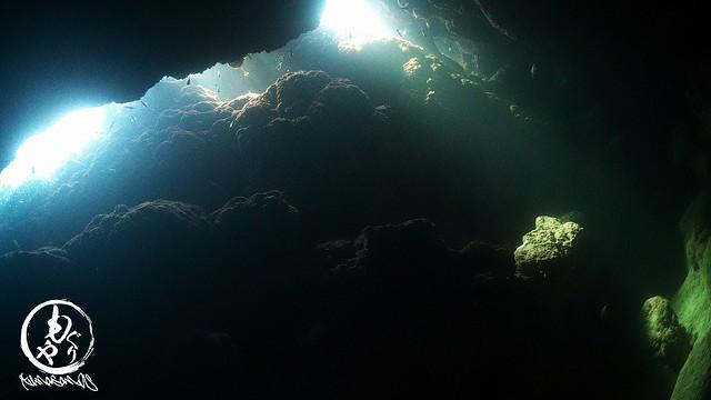 透明度悪かったですが、その分、洞窟の光がきれいでした♪