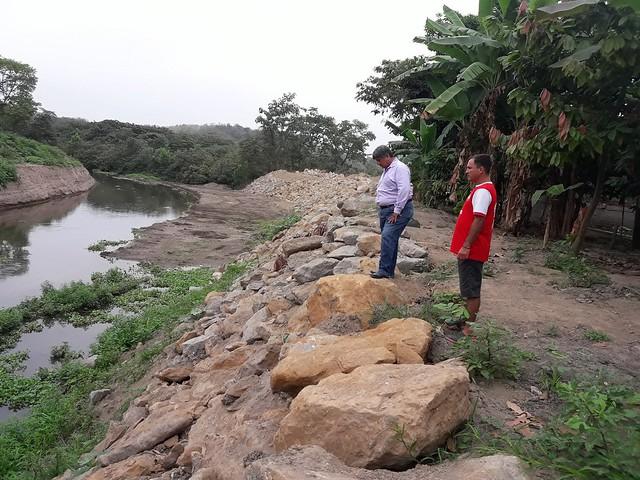 La Alcaldía construye muro de escollera en riberas del río Chone por el Olimpo