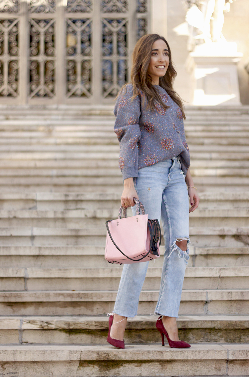 GRAY CHRISTMAS JERSEY ripped jeans pink coaach bag burgundy heels street style fall outfit 20186773