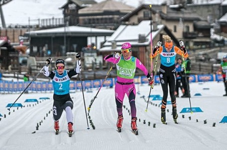 Bauerův eD system Team na stupních hned na úvod Visma Ski Classics